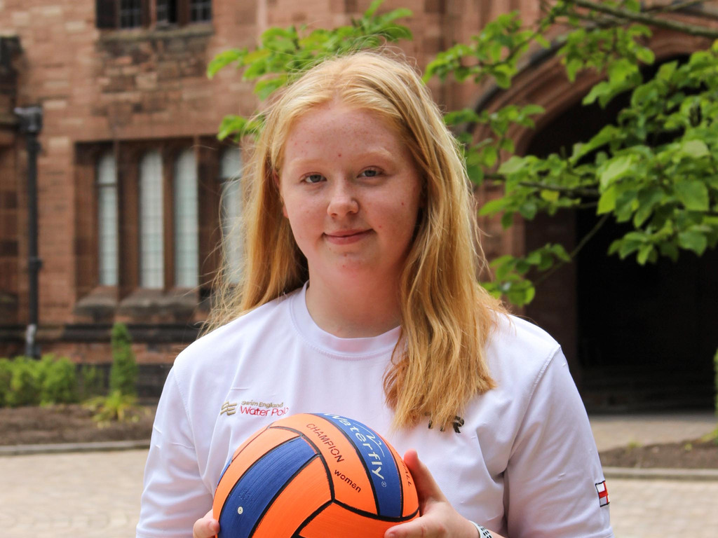 Y10 Harriet is National Water Polo Champion