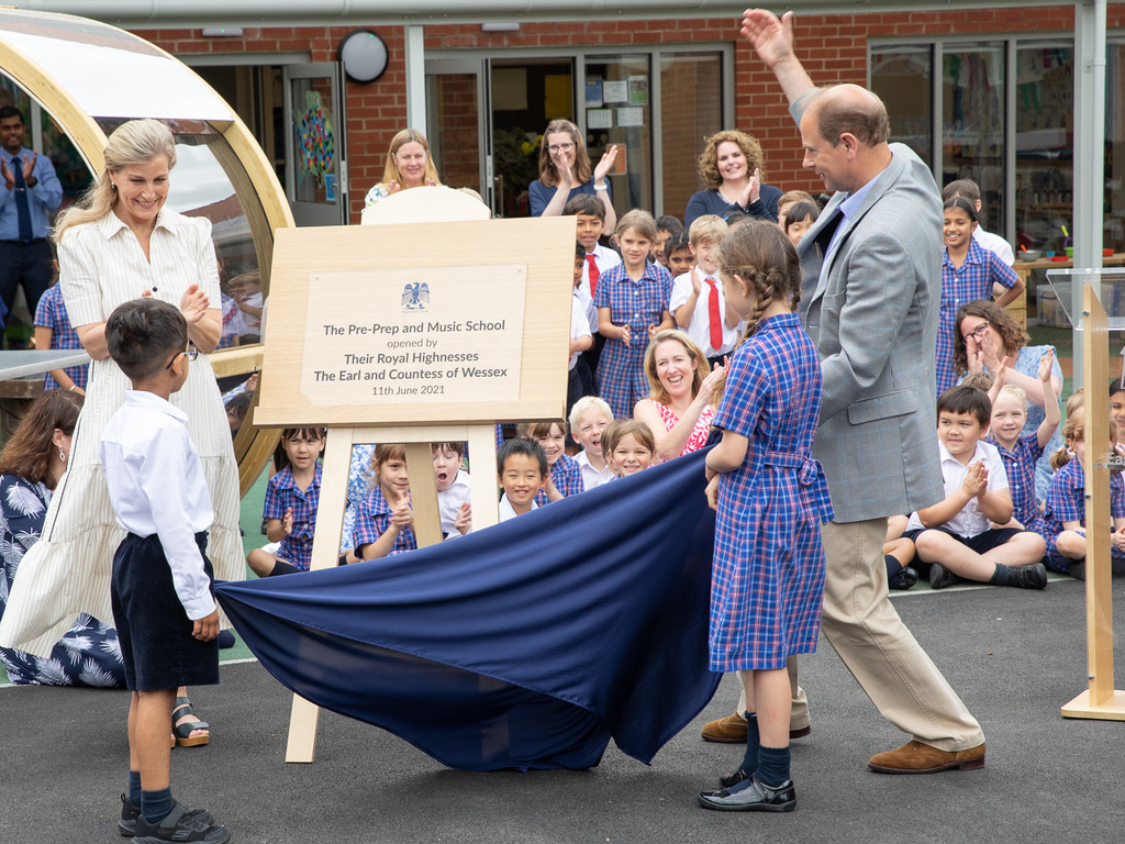 The Earl and Countess of Wessex unveil the plaque