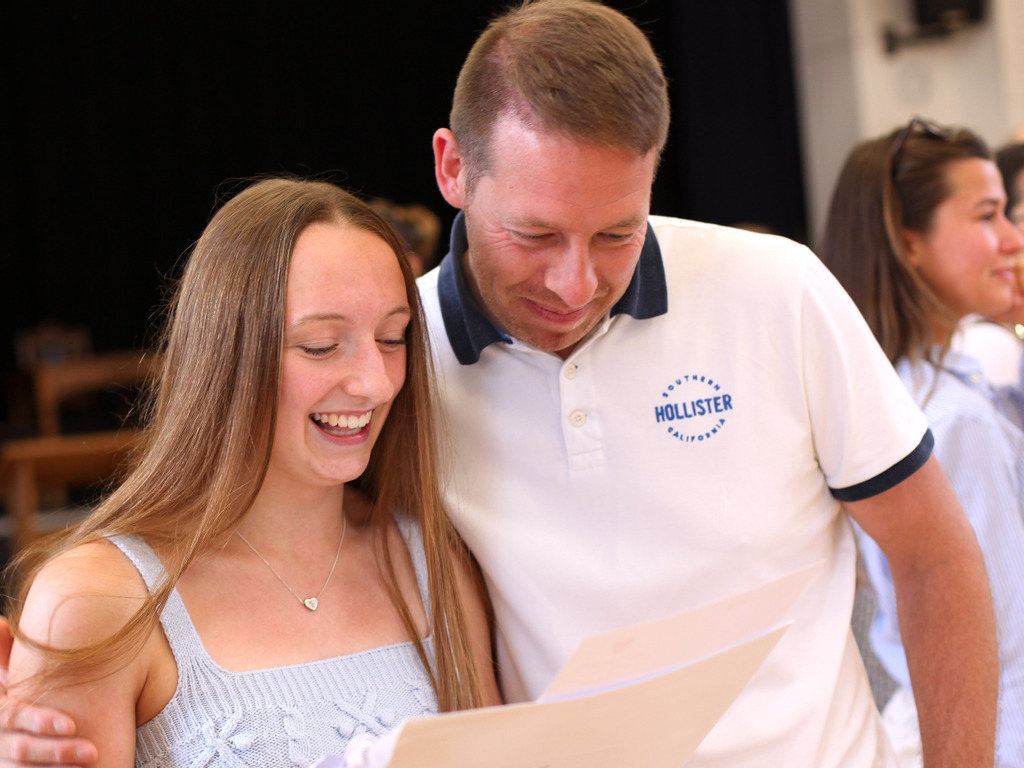 Portsmouth High School GDST - GCSE results - 'the girls should be proud to celebrate their successes'